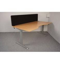 Skrivebord med bordskærm