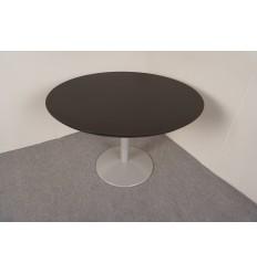 Rundt mødebord i sort linoleum med alufod, Nyt