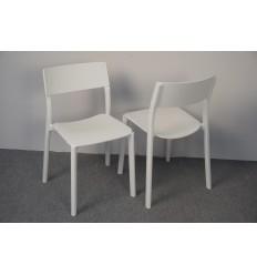 Hvide stole fra Ikea, brugt